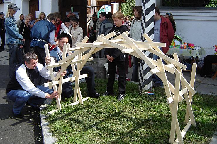 Уменьшенная копия самоподдерживающегося моста Леонардо да Винчи