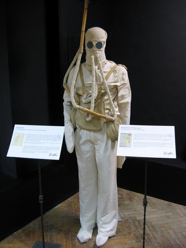 Водолазный костюм, сделанный по чертежам да Винчи
